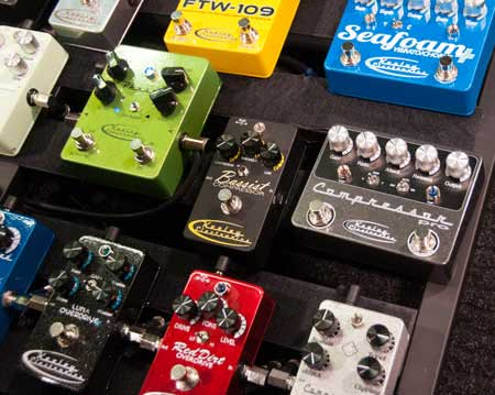 guitar effect pedals board